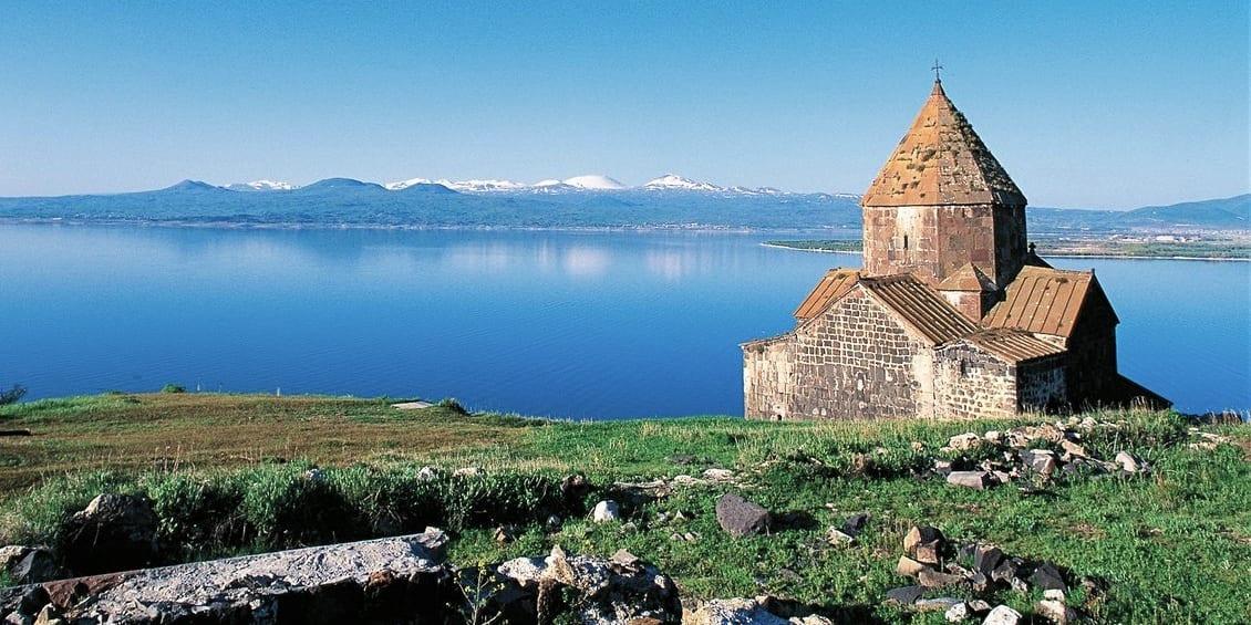 悲しい愛の伝説が残るセヴァン修道院 Sevan Lake