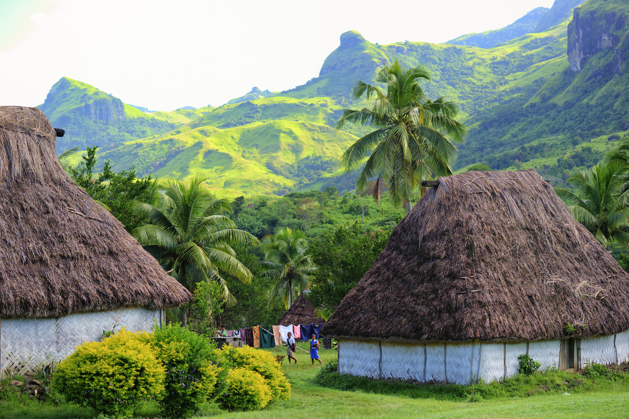 童話の世界にまぎれこんだようなナバラ村