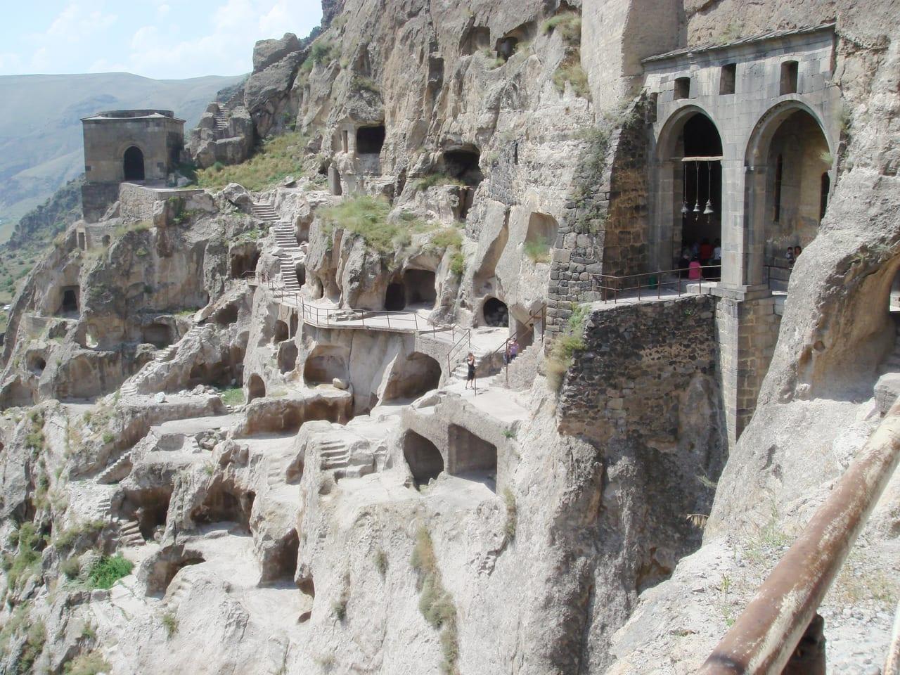 要塞として造られましたが、その後修道院として発展しました