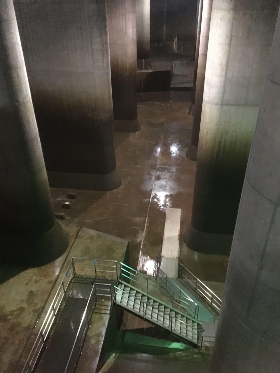 調圧水槽へと続く階段