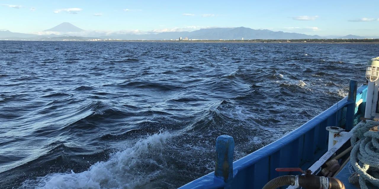 8/11の相模湾。天気晴朗なれども波高し