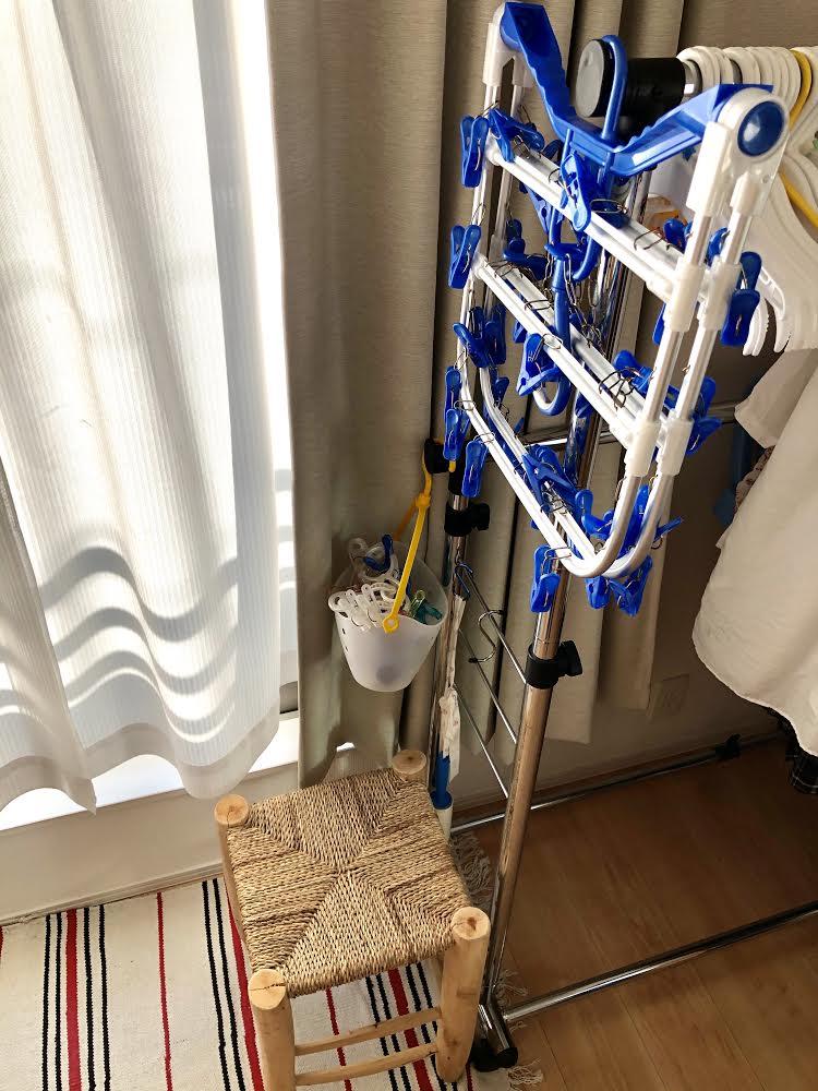洗った洗濯物を洗濯バサミにつけていく時にちょうどいい置き場のイス