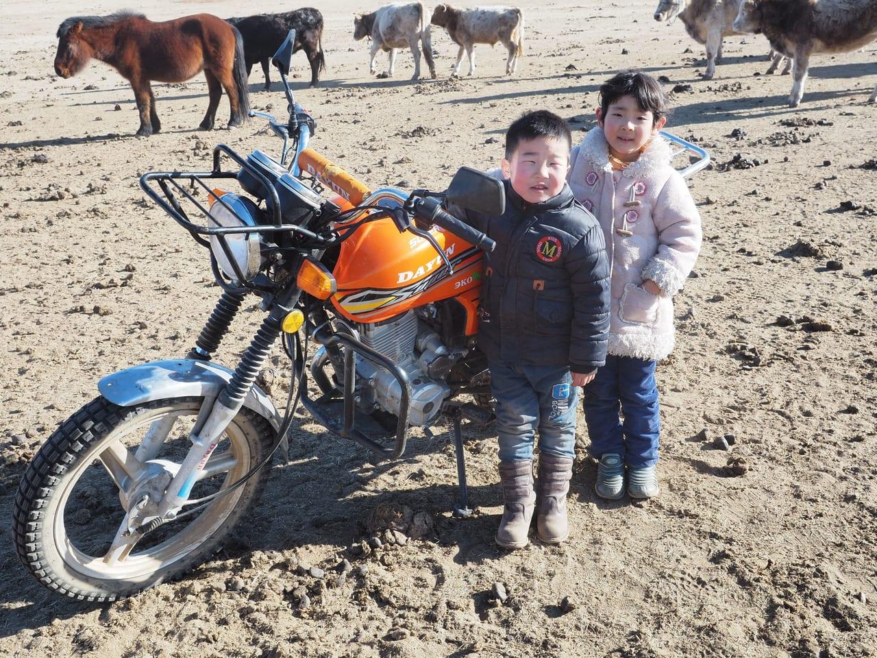 モンゴルでできた親友トゥグルドゥル君と。