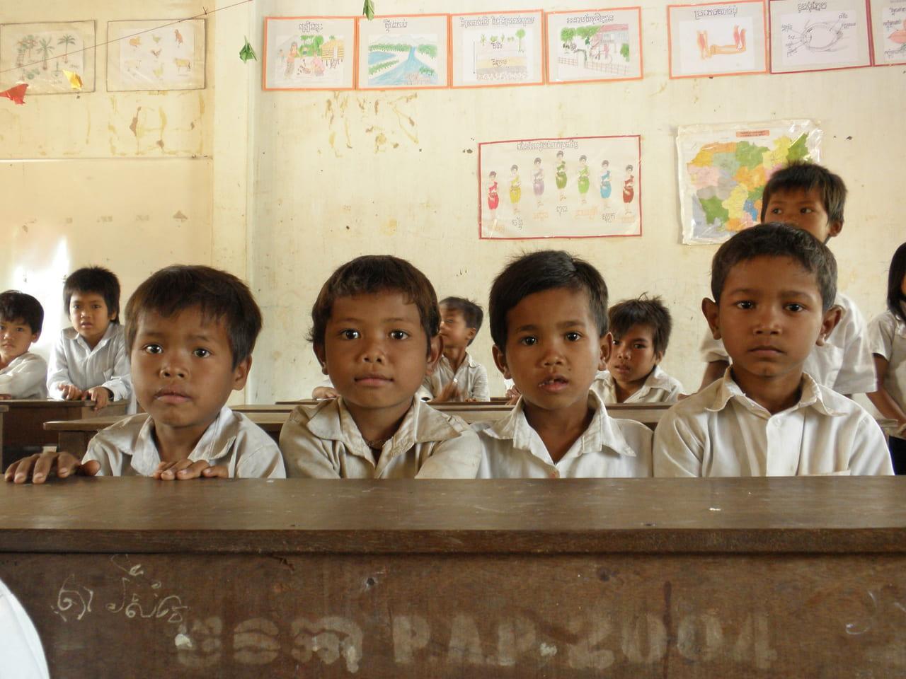 カンボジアの学校にて。