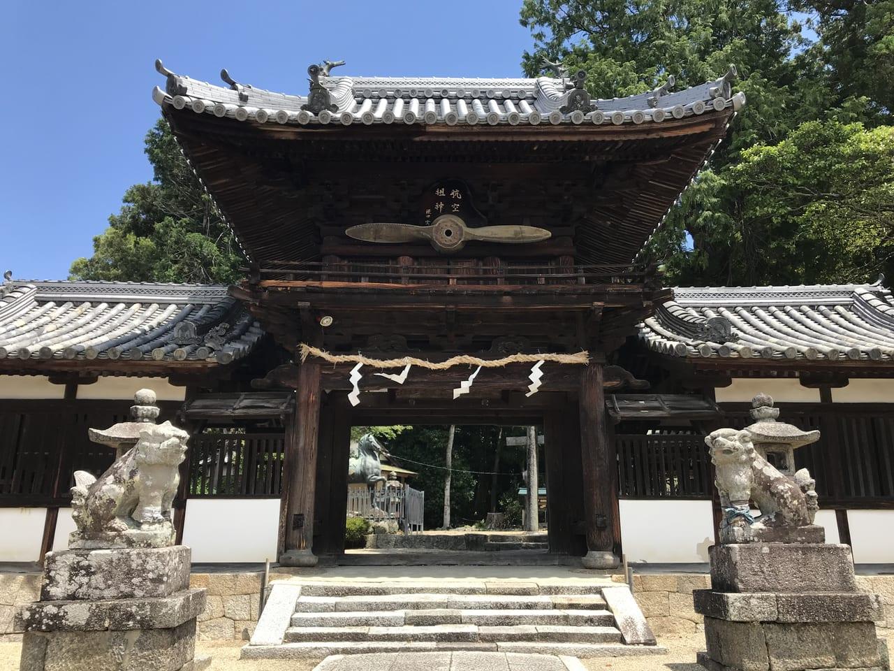 矢田坐久志玉比古神社 後ろはこんもりとした森でした