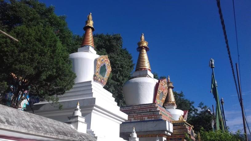 仏塔と青空